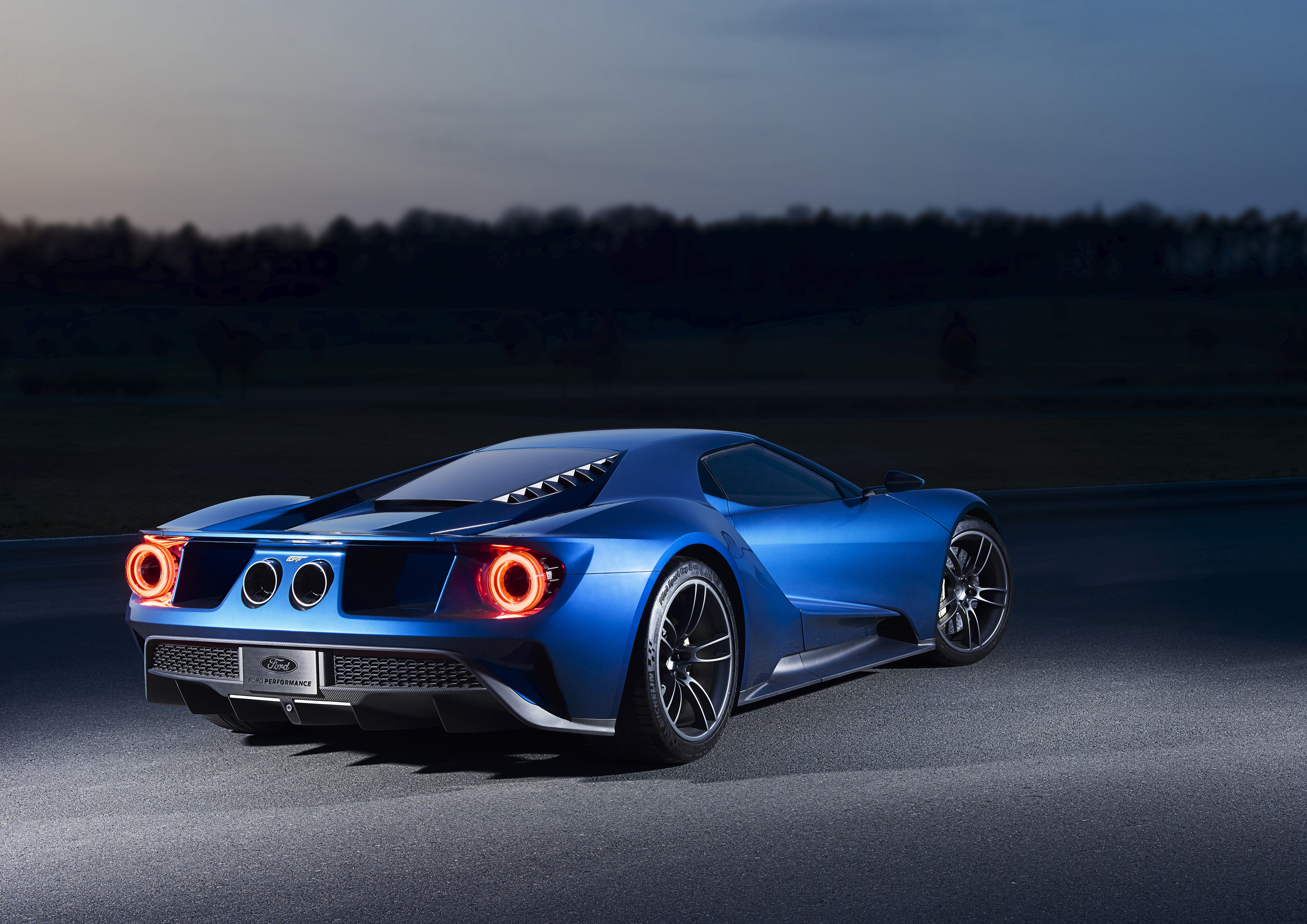 Ford _GT_tyl